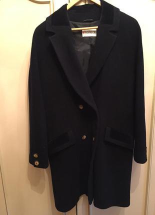Стильное черное шерстяное двубортное пальто с велюровыми элементами!