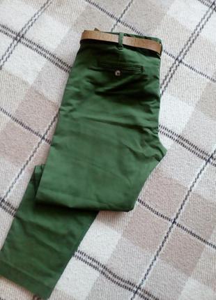 Повседневные брюки сочного зелоного цвета от sisley
