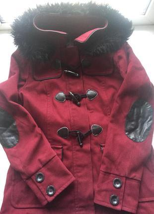Теплое пальто с кожаными вставками на локтях