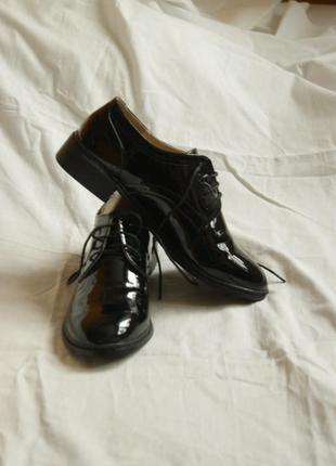 Туфли ботинки лоферы броги лаковые лакированные на шнурках