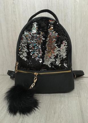 Трендовый рюкзак с паетками рюкзачек черный c брелком пушком