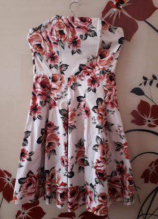 Неймовірно красиве літнє плаття.
