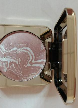 Запеченная пудра-бронзер для лица «в свете софитов»