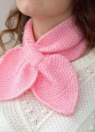 Вязаный шарф галстук ручной работы нежно розового цвета