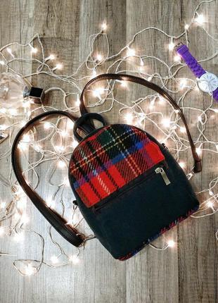 Мини рюкзак - сумка кросс боди шерстяной, темно зеленый с красной клеткой.