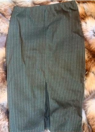Крутая юбка миди цвета хаки