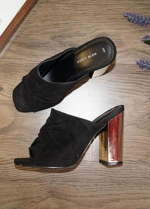Стильные босоножки на устойчивом золотом каблуке от new look