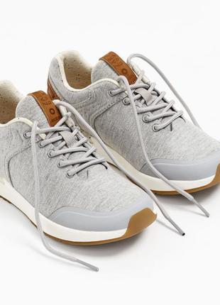 Ультралегкие кроссовки zara на мальчика. размеры 37,39
