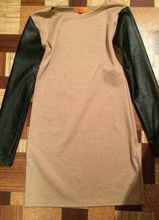 Платье с кажаными рукавами