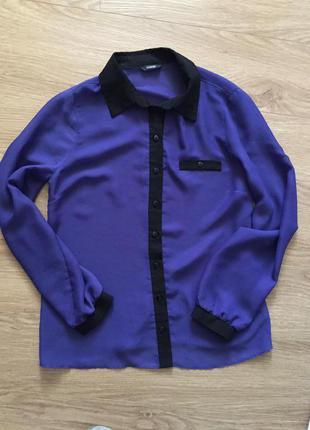 Блузка з чорним коміром