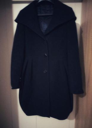 Пальто с большим капюшоном воротником на плечи