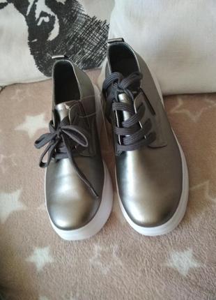 Классные туфли отличного качества  от королева красоты, р. 375