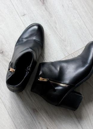 Ботинки болитьены черные каблук кожа искусственная размер 38 39