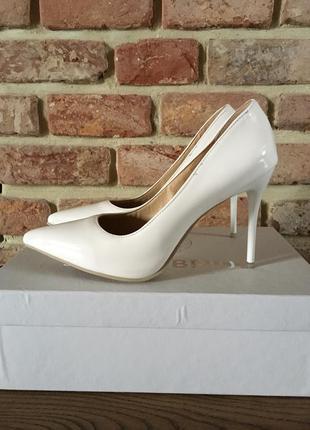 Белые свадебные туфли лодочки 39 размер