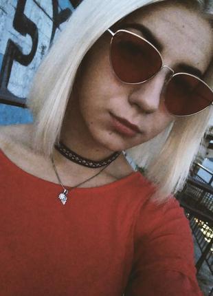 Стильные очки с красными стеклами