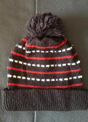 Стильная коричневая вязаная шапочка с помпоном