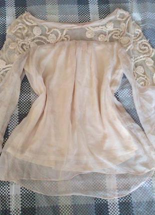 Блуза з розшитими рукавами