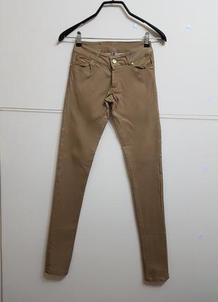 Стильные штаны болотного цвета zebra