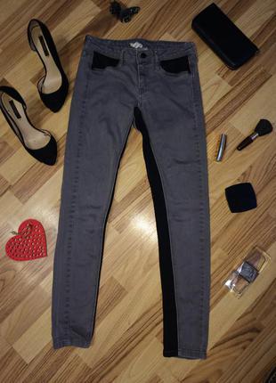Стильні жіночі джинси, бомбезно виглядають
