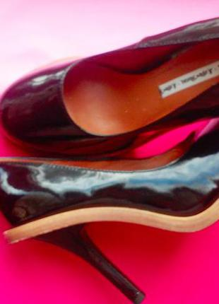 Лаковые чёрные туфли на высоком каблуке 39 размер