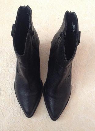 Сапожки на каблуке