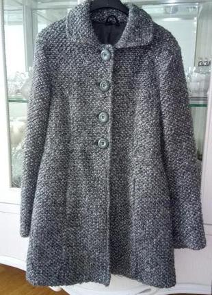 Весняне сіре пальто