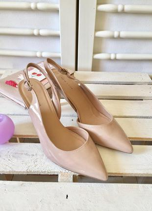 Стильные лаковые туфли босоножки на шпильке от new look
