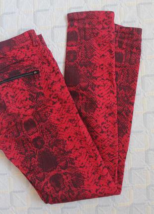 Крутые красные джинсы