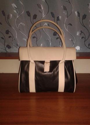 Красивая сумка бежево-черного цвета lbvyr