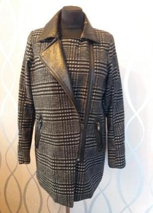 Крутое пальто amisu р.m(38).с кожаными вставками.
