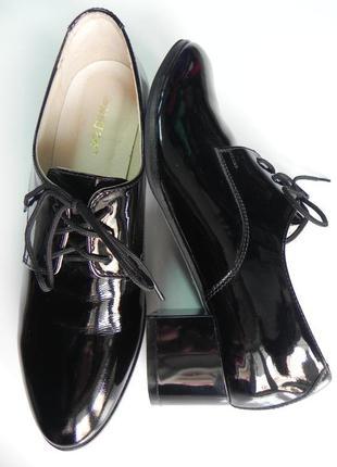 Лаковые туфли 38 разм