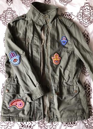 Куртка с нашивками h&m