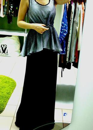 Шикарное вечернее платье макси с баской и змеиным принтом s/m