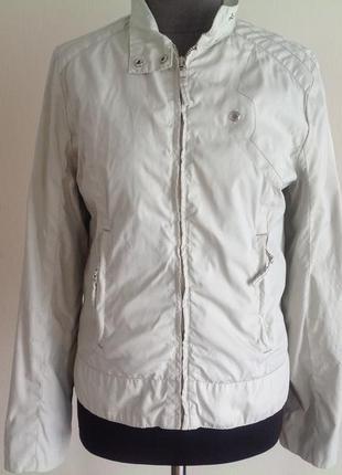 Нейлоновая курточка плащевка ветровка.