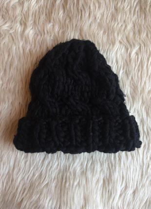 Актуальная чёрная вязанная шапка h&m