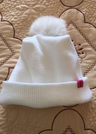 Біла жіноча шапочка з помпоном!
