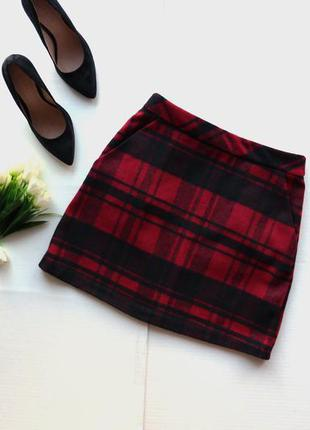 Трендовая юбка в клеточку с карманами по бокам