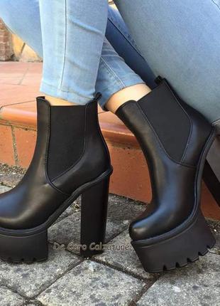 Кожаные ботфорты на толстом каблуке
