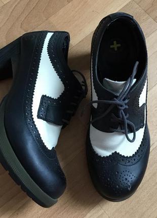 Ботинки оксфорды на толстом каблуке dr.martens , ботильоны