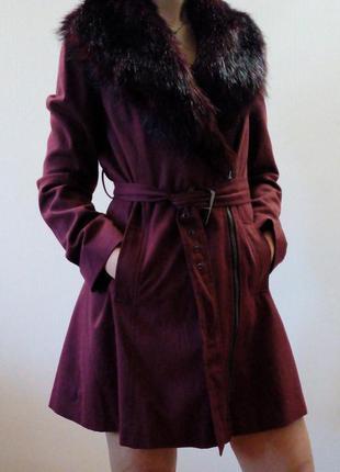 Бордовое пальто с отстегивающимся воротником