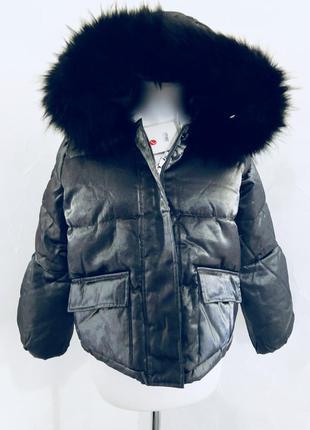 Зимний тёплый короткий блестящий пуховичок с капюшоном