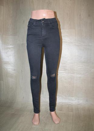 Черные базовые джинсы рвание на коленки американки с завишеной талией