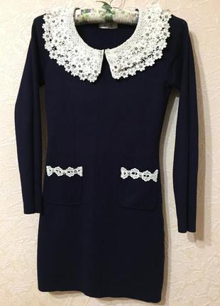 Красивое нарядное платье с ажурным воротником