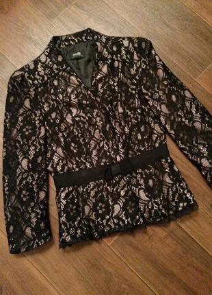 Розовый / черный пиджак oodji с дорогим гипюром