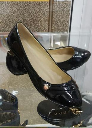 Лаковые туфли-балетки