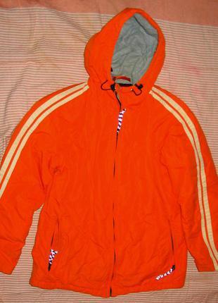 Куртка модного оранжевого цвета