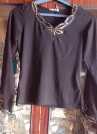 Стильная блуза-реглан со стразами