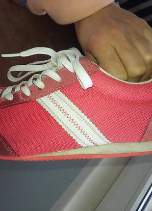 Хорошенькие кроссовочки, очень легкие и удобные в носке, 39-40р