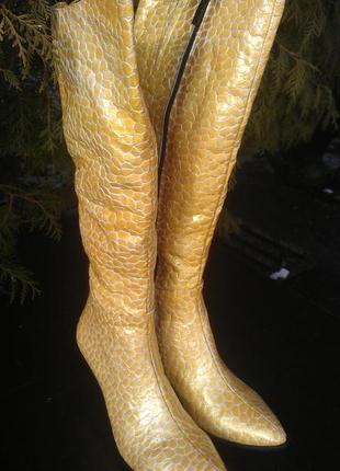 Оригинальные золотистые сапоги/сапожки из натуральной кожи абсолютно новые