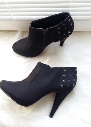New look ботильоны черные 40р заклепки средний высокий каблук полусапожки туфли весна